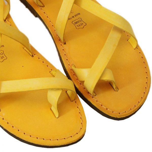 sandali-cuoio-chiuso-donna-melpignano-giallo-3